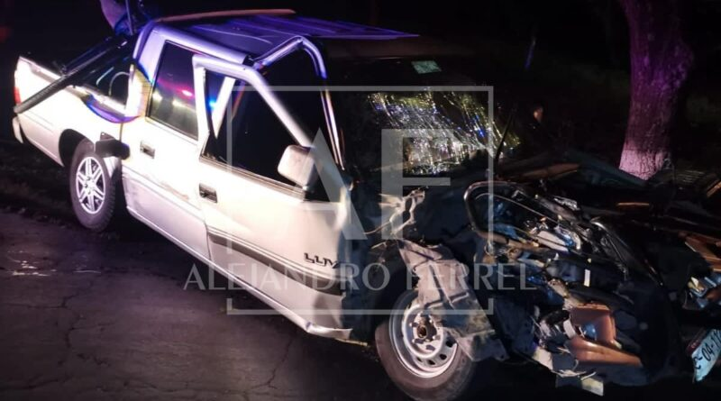 Dos personas graves tras fuerte choque en Meoqui